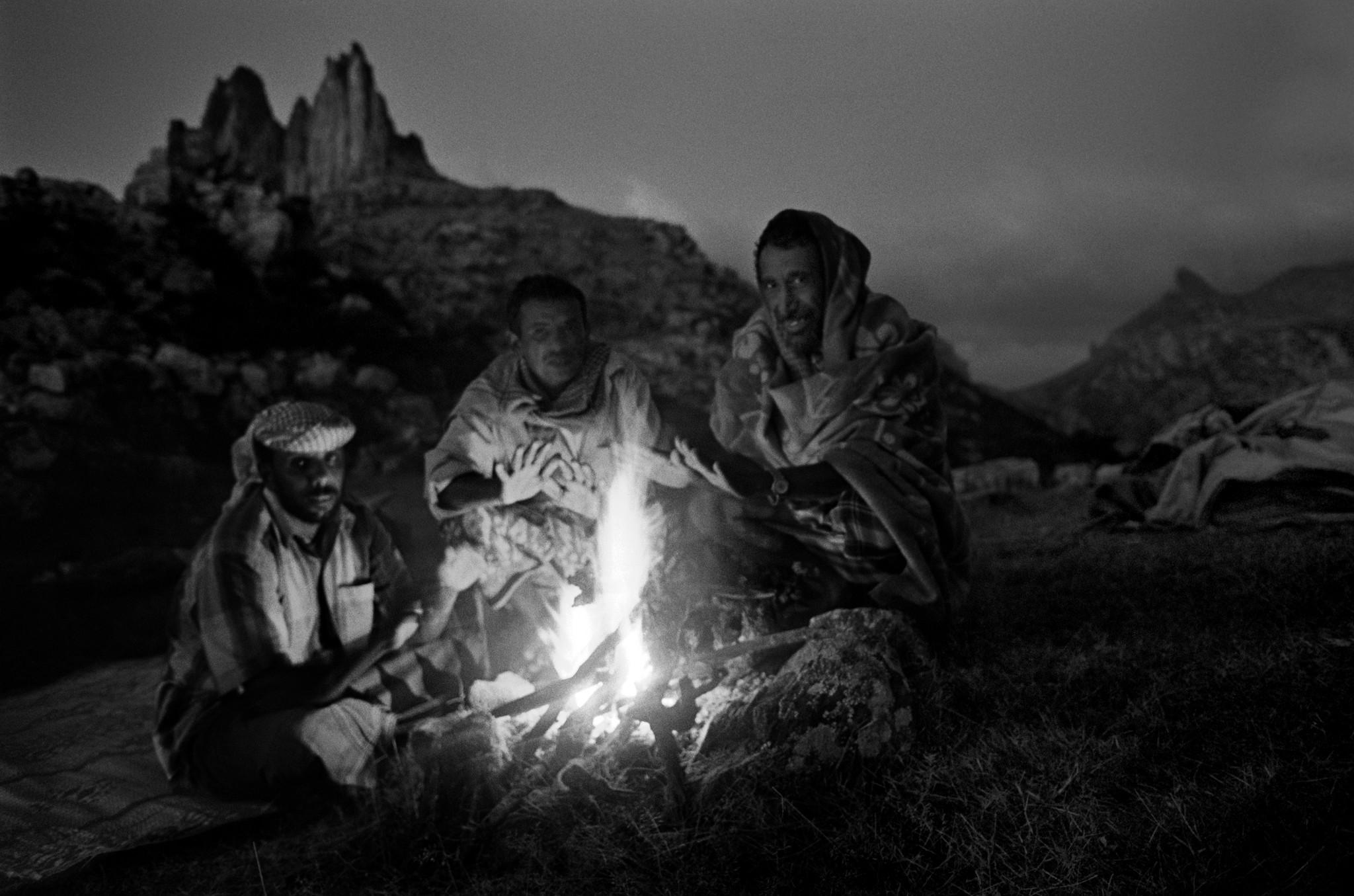 Sèrie: Socotra, l'illa dels genis. Conversa al voltant del foc