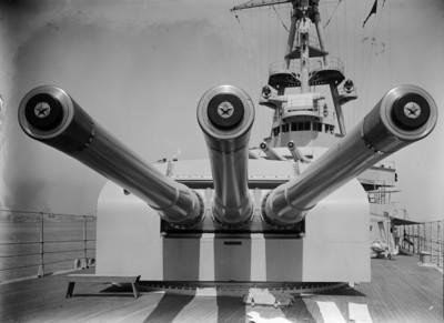 Canons de coberta del vaixell de l'armada nord-americana Chester, al port de Barcelona