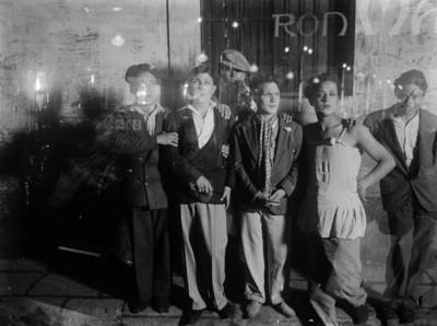 """Travestits en un carrer del """"barri Xino"""""""