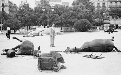 Cavalls morts a la Plaça de Catalunya amb motiu de l'intent de cop d'estat de 18 de juliol de 1936