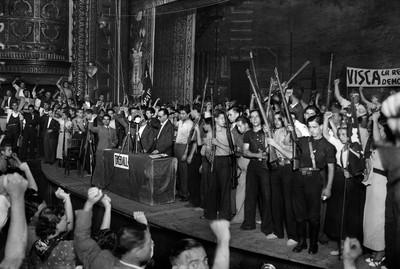 Míting de la UGT i el PSUC al teatre Olímpia de Barcelona