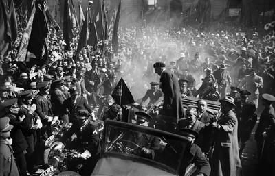 Arribada de Lluís Companys i dels consellers amnistiats amb motiu de la victòria electoral del Front Popular.