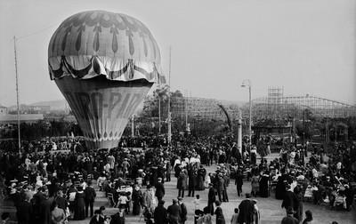 Globus aerostàtic al parc d'atraccions del Turó Park de Barcelona