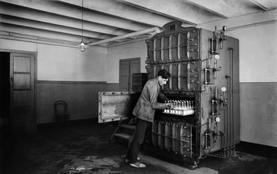 Màquina esterilitzadora de biberons de la Casa Provincial de la Maternitat i Expòsits de Barcelona