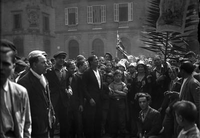 Ciutadans congregats a la Plaça Sant Jaume amb motiu de la proclamació de la Segona República