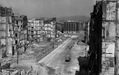 Obertura de la Via Laietana amb motiu de la reforma urbanística de Barcelona