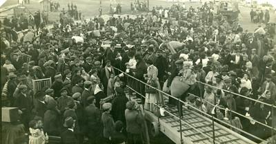 Embarcament de vuit-cents emigrants cap a Amèrica del Sud