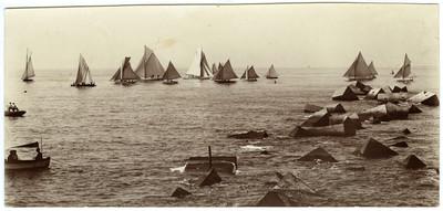 Velers al Port de Barcelona sortint de regata cap a Caldetes