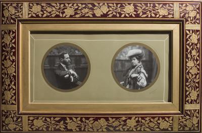 Marc amb els retrats d'Eusebi Bertrand i la seva esposa Maria Mata Julià
