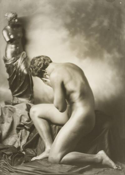 Sense títol [Estudi de nu amb una còpia de la «Venus de Milo»]