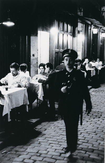 Vigilant  nocturn  davant Los Caracoles