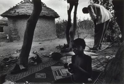 Ablació de la nena Kadi en un país subsaharià