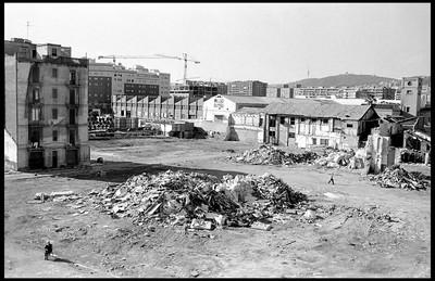 DESNONATS DE LA SEVA PROPIA CIUTAT (Barcelona 2004 com a mentida)