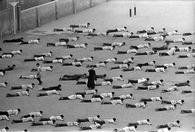Los cachorros, 1967. Gimnàstica a l'escola [sèrie 35 mm - Pas Universal]  Barcelona, 1967