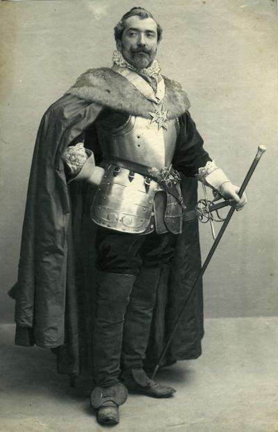 Retrat d'Emilio Fernández Tiffon disfressat de Cardenal Richellieu