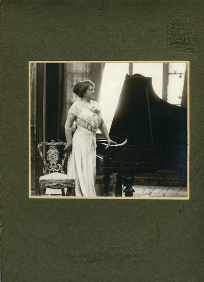 Retrat de la pianista i compositora Maria Lluïsa Ponsa de Ascarons