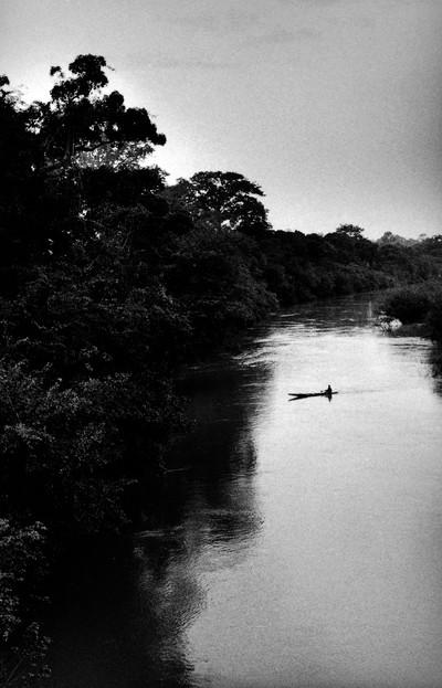 Sèrie: Viatge al país de les ànimes. El riu sagrat Comoe. Kekerenie. Costa d'Ivori 1998