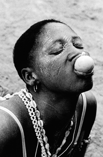 Sèrie: Viatge al país de les ànimes. Komian Adjoua Eponom posseïda per el esprit de la serp negre. Costa d'Ivori 1998.