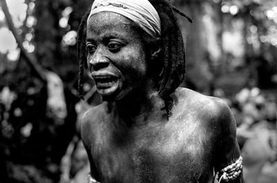 Sèrie: Viatge al país de les ànimes. Iniciat de Komian Ngouandi. Bosc sagrat d'Apronprom. Costa d'Ivori 2010