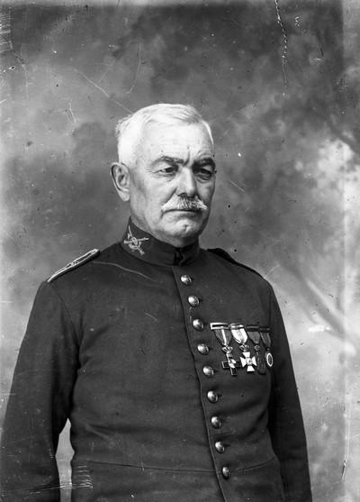 Retrat d'un home vestit de militar