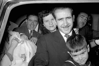 Després del bateig, tots dins del cotxe per a la foto.