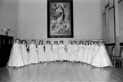 Grup de nenes de comunió a l'Escola Jesús i Maria de Tarragona.
