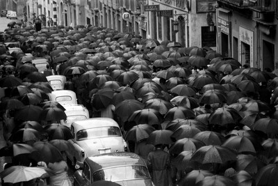 Comitiva de l'enterrament de Joan Ricomà Teixidó al carrer Unió en direcció a l'esgèsia de Sant Joan de Tarragona