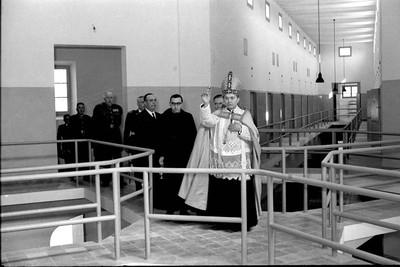 Inauguració de la presó a càrrec del Cardenal Arriba i Castro.
