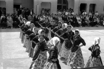 Exhibició de danses durant l'Homenatge a la vellesa