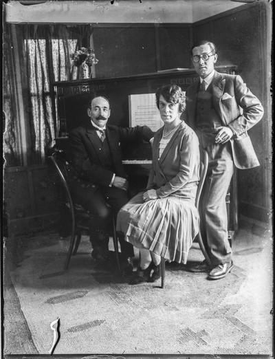 Manuel Blancafort i la seva esposa, la violinista Helena París, amb el pianista Ricard Viñes