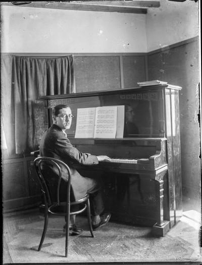 Manuel Blancafort al piano