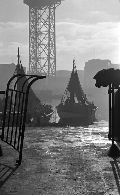 Barques de pesca atracades al Moll de Pescadors ( Barcelona )