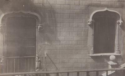Balcó i finestra de la casa núm. 1 del carrer de Sant Pere Més Alt