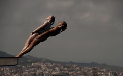 Saltadores en la prova de diving de 10 metres als Mundials de natació / De la sèrie Barcelona i l'esport