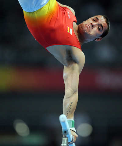 El gimnasta Gervasio Deferr durant l'exercici de paral·leles als Jocs Olimpics de Beijing/ De la sèrie Jocs Olimpics