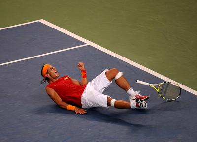 El tennista Rafa Nadal en guanyar la medalla d'or als Jocs Olimpics de Beijing/ De la sèrie Jocs Olimpics