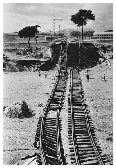 Línia ferroviària de la RENFE, Terrassa. Va quedar enlairada