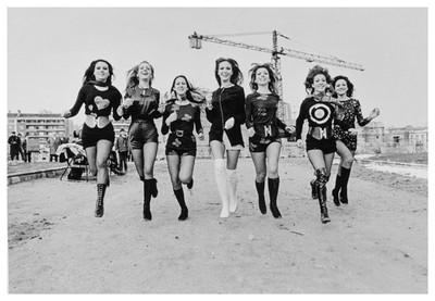 Moda al carrer. Sessió fotogràfica de la nova moda dels pantalons shorts