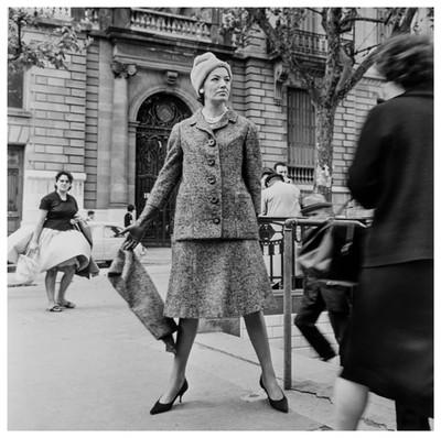 Moda al carrer. Sessió fotogràfica a la Diagonal de Barcelona