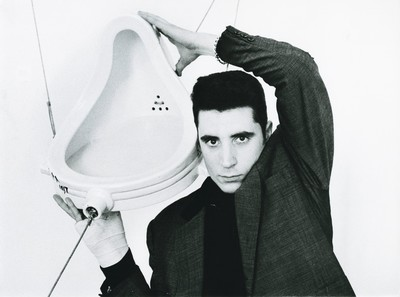 Loquillo amb l'urinari de Marcel Duchamp a la Fundació Miró