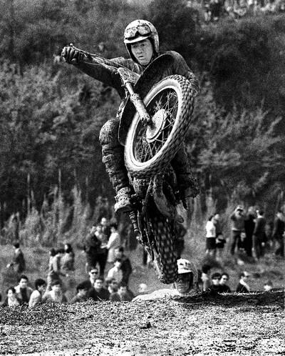 Moto-Cross Terrassa (5è.Premi Joan Biarnés 5-4-70. Premi Honor Delegació Educación Física y Deportes de Almería 10-06-1970. 2º Premi Sant Adrià de Besòs, juny 1970. Publicada Anuario Fotografía Española 1973 AFAL)