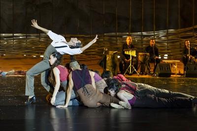Ballant a la sorra. Teatre Grec.