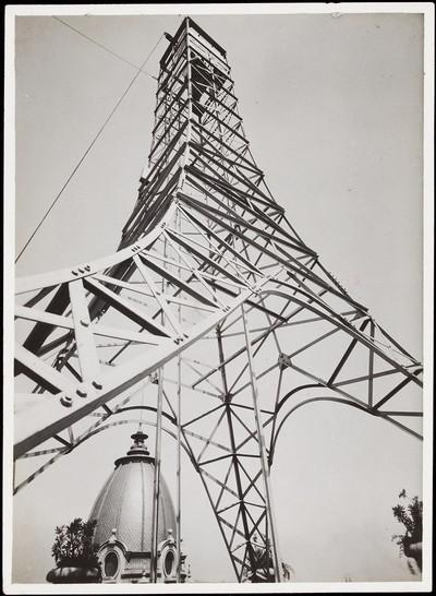 Torre metàl·lica instal·lada a la terrassa dels Magatzems Jorba