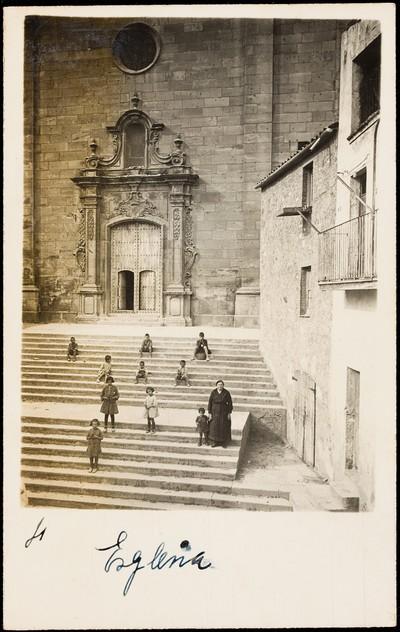 Escalinates de l'església de Santa Maria de Granyena de Segarra