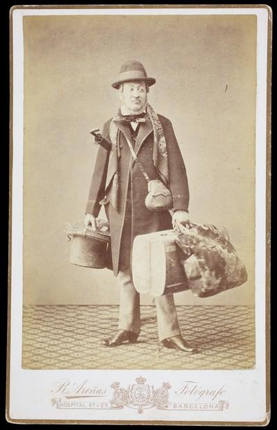 Retrat de l'actor Iscle Soler caracteritzat per a l'obra de teatre L'Àngel de la guarda