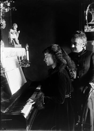 Conxita Puig i Molgosa al piano