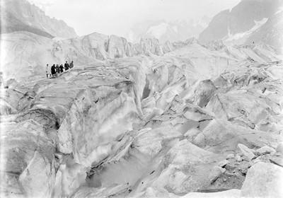 Excursionistes a la Mer de Glace al massís del Mont Blanc.