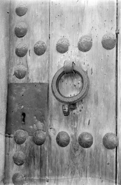 Detall d'una porta del Monestir de Sant Cugat del Vallès