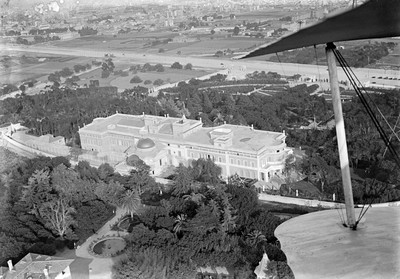Vista aèria del Palau Reial de Pedralbes amb l'Avinguda Diagonal.