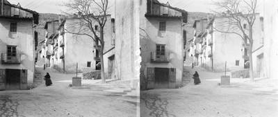 Dona pels carrers de Morella a Castelló